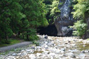 Grotte pour l'ascèse