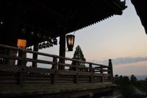 Le pavillon Nigatsu-do au crépuscule