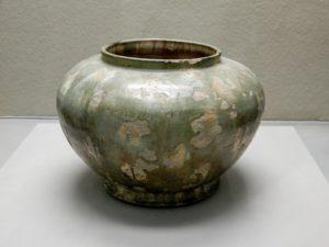 Pot, faïence avec glaçure de trois couleurs
