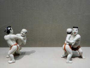 Deux figurines de lutteurs de Sumo