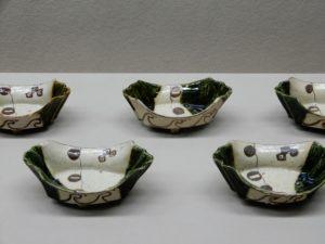Ensemble de cinq bols en forme de bateau