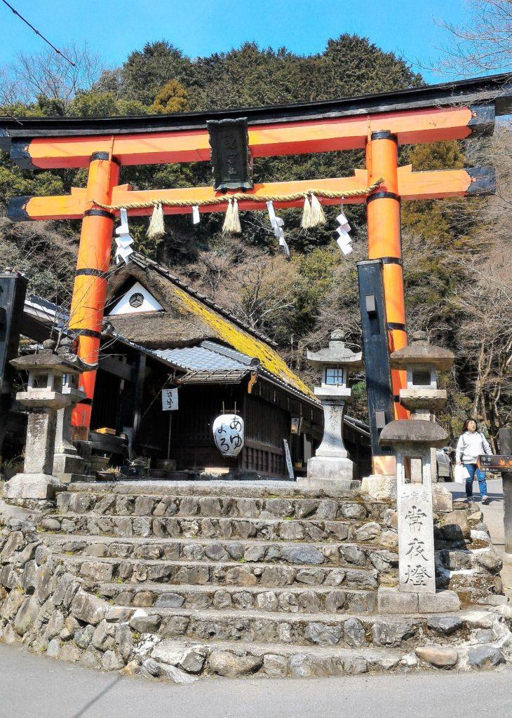 Premier torii du sanctuaire Atago